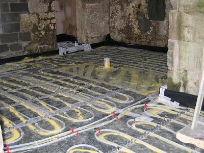 Ogrzewanie przez podłogę, czyli kontrolowany przepływ energii