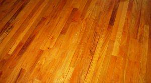 Gdy trzeba odnowić drewnianą podłogę…